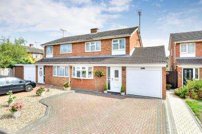 3 Bedrooms Semi Detached House for sale in Baccara Grove, Bletchley, Milton Keynes, Buckinghamshire