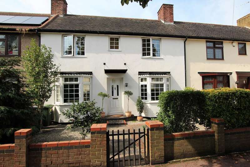 3 Bedrooms Terraced House for sale in Hunters Hall Road, Dagenham, Essex, RM10 8LH