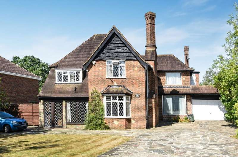 5 Bedrooms Detached House for sale in Hazel Grove Farnborough Park BR6