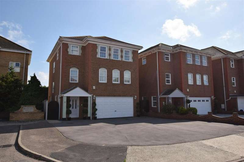 4 Bedrooms Detached House for sale in Silver Point Marine Canvey Island