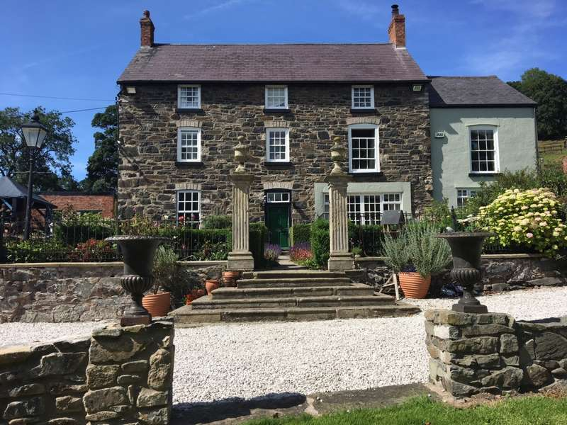 6 Bedrooms Detached House for sale in Holywell Road, Rhuallt, LL17