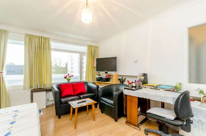 1 Bedroom Flat for sale in Tangley Grove, Roehampton, SW15