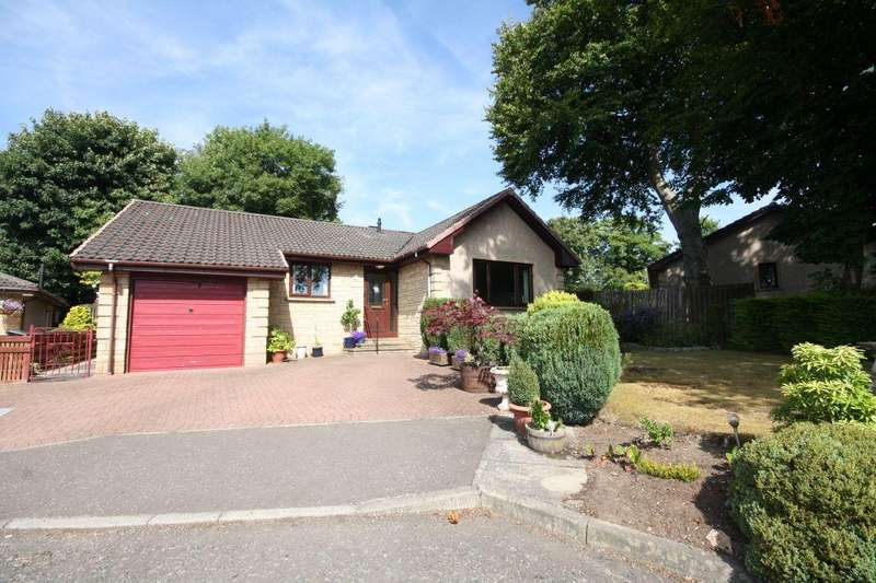 3 Bedrooms Detached Bungalow for sale in 10 Woodlands Grove, Lower Bathville, Armadale EH48 2UH