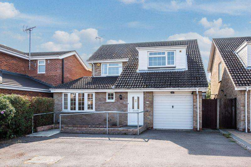 4 Bedrooms Detached House for sale in Oulton Close, Aylesbury