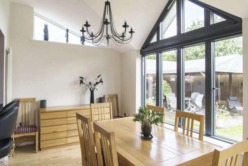 5 Bedrooms Detached House for sale in Sutton Acres, Little Hallingbury