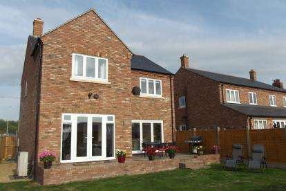 4 Bedrooms Detached House for sale in George Town Cottages, Tempsford Road, Sandy, Bedfordshire