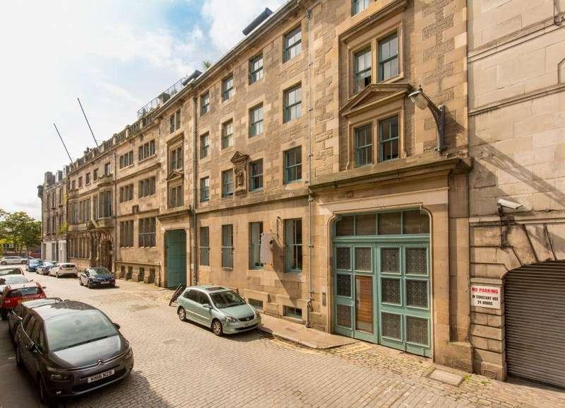 3 Bedrooms Flat for sale in 8/4 Maritime Street, Edinburgh, EH6 6SB