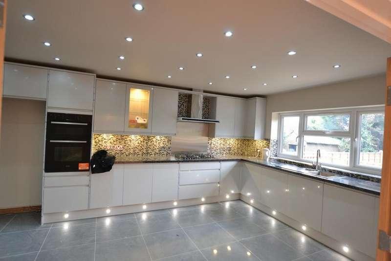 5 Bedrooms Terraced House for sale in Danehurst Garden, Redbridge, IG4