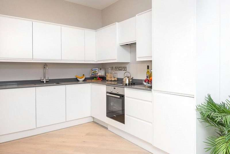 3 Bedrooms Apartment Flat for sale in Southview Apartments, Cain Road, Bracknell, Berkshire, RG12