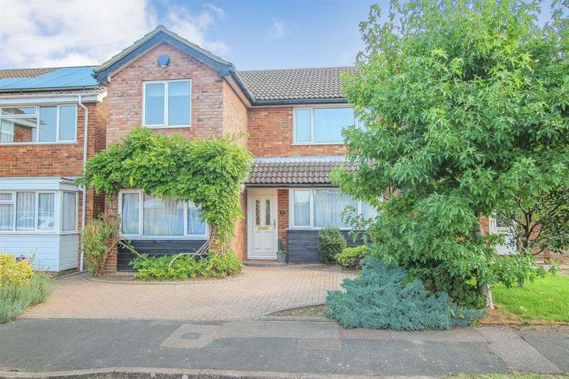3 Bedrooms Detached House for sale in EXTENDED THREE DOUBLE BEDROOM DETACHED FAMILY HOME in PITSTONE