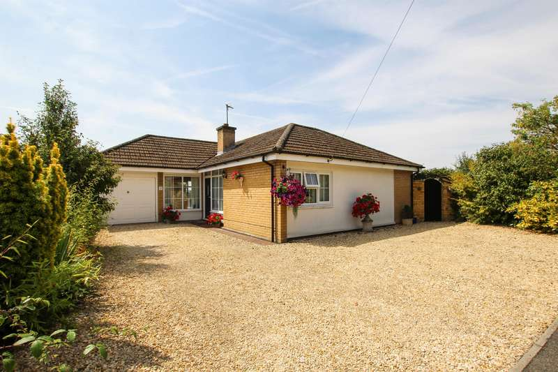3 Bedrooms Detached Bungalow for sale in Chiltern Court, Winslow, Buckingham