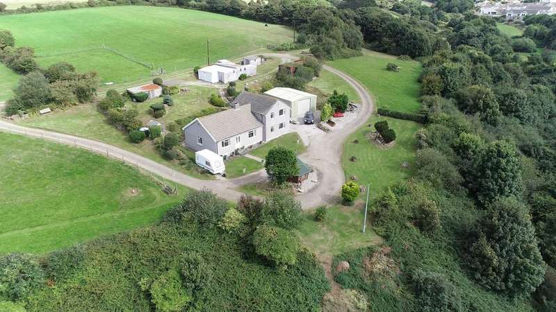 4 Bedrooms Detached House for sale in Tolskithy, Redruth