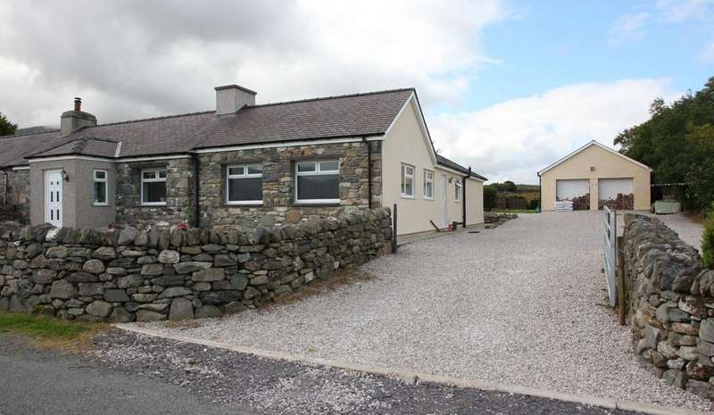 4 Bedrooms Cottage House for sale in Gefnan, Mynydd Llandygai, North Wales