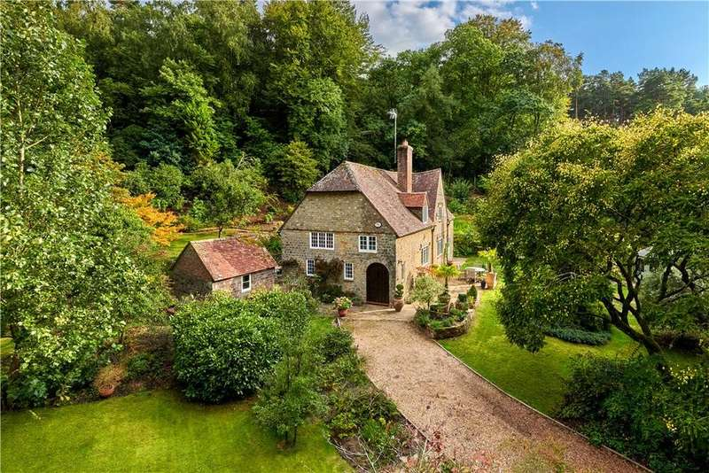 3 Bedrooms Detached House for sale in Sandy Lane, Midhurst, West Sussex, GU29