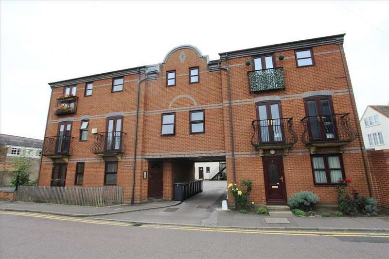 2 Bedrooms Flat for sale in Church Street, Biggleswade, SG18