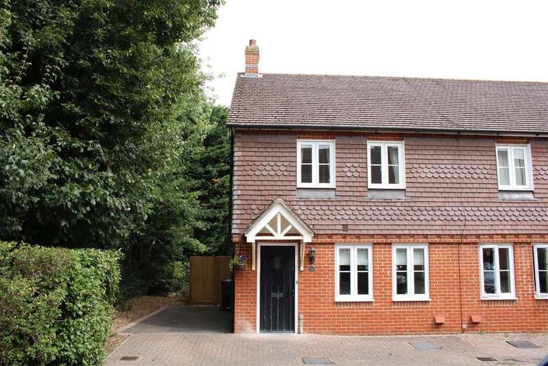3 Bedrooms Semi Detached House for sale in Horsecroft Way, Tilehurst, Reading