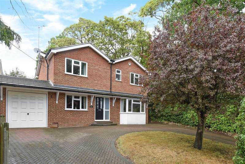 4 Bedrooms Detached House for sale in Barkham Road, Wokingham, Berkshire RG41 4BY