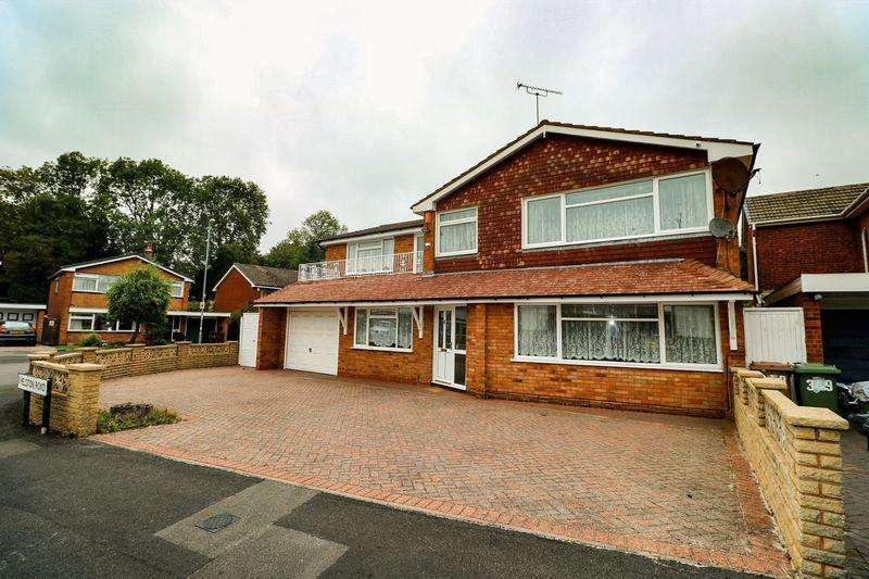 6 Bedrooms Detached House for sale in Helston Road, Park Hall, Walsall