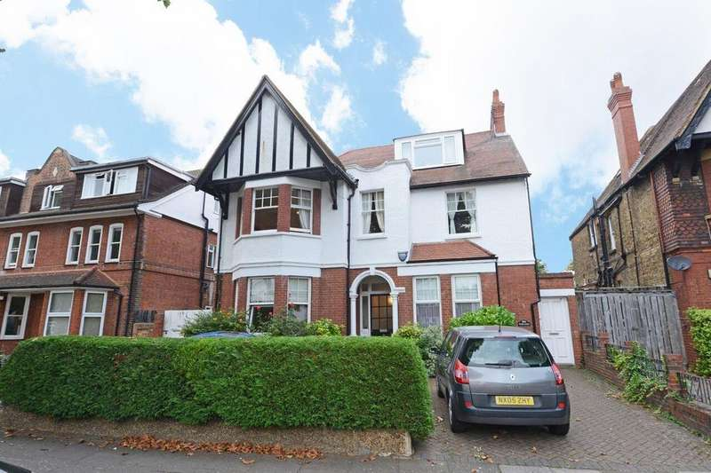 3 Bedrooms Ground Flat for sale in Elm Grove Road, Ealing, W5