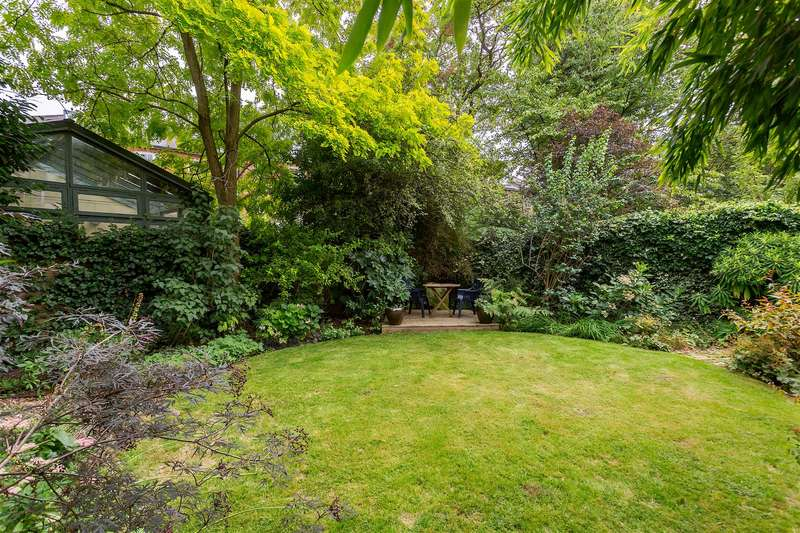 2 Bedrooms Flat for sale in Raised Ground Floor Garden Apartment, Buckland Crescent, Belsize Park, NW3