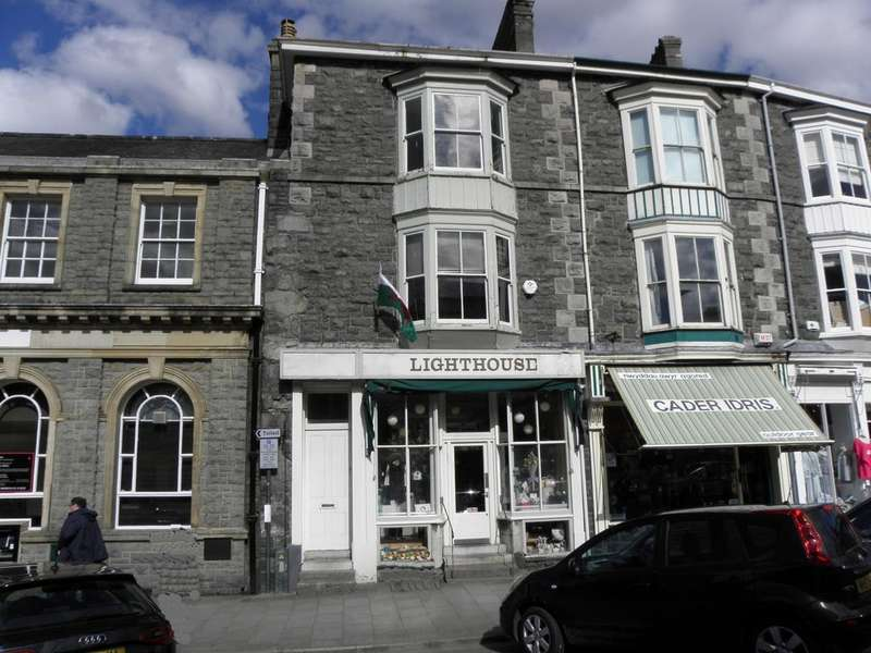 2 Bedrooms Terraced House for sale in 5 Crosby Buildings, Dolgellau, LL40 1PS