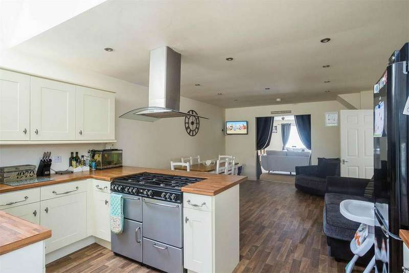 4 Bedrooms Detached House for sale in Northside Road, Hollym, East Riding of Yorkshire