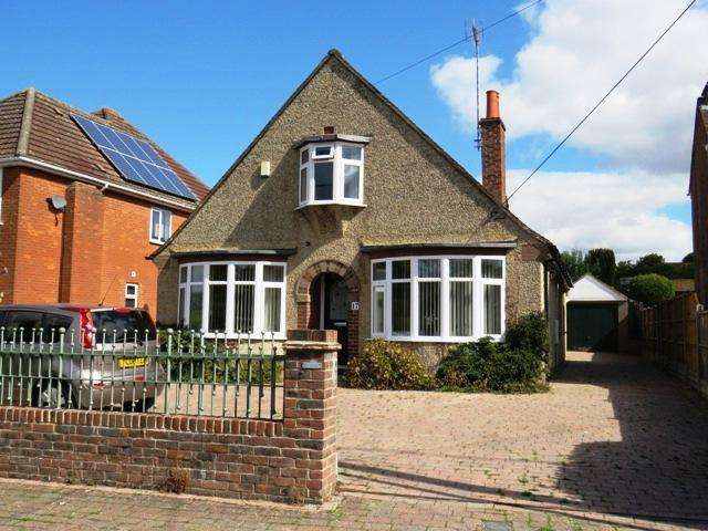 4 Bedrooms Chalet House for sale in DENE PATH, ANDOVER SP10