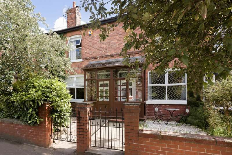 2 Bedrooms Terraced House for sale in Hawthorn Road, Heaton Mersey