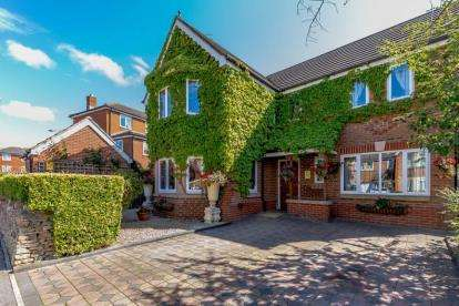 4 Bedrooms Detached House for sale in Thetford Way, Taw Hill, Swindon, Wiltshire