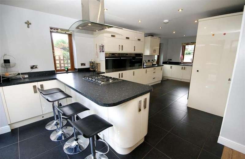 6 Bedrooms Detached House for sale in Rossefield Avenue, Birkby, Huddersfield