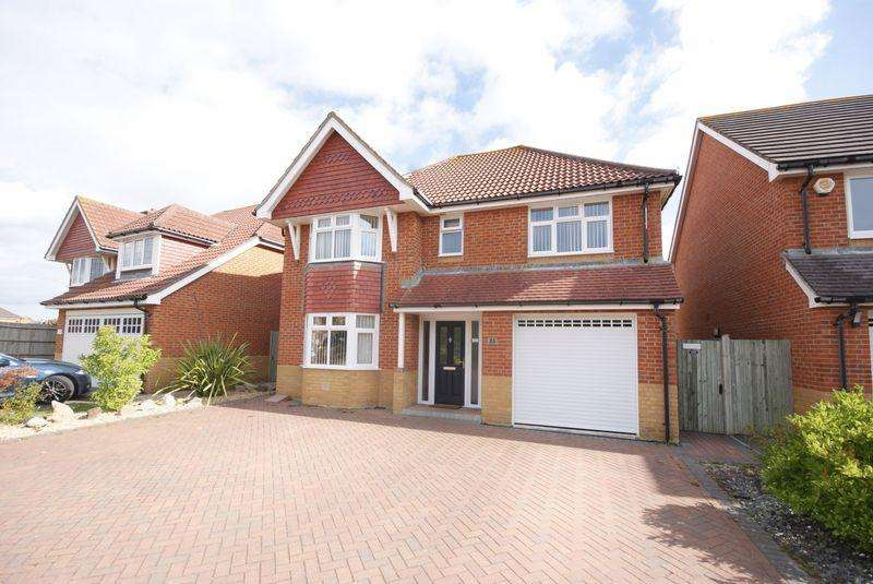 4 Bedrooms Detached House for sale in Megson Drive, Lee on the Solent, PO13