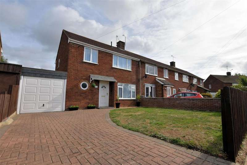 3 Bedrooms End Of Terrace House for sale in Tern Close, Tilehurst, Reading