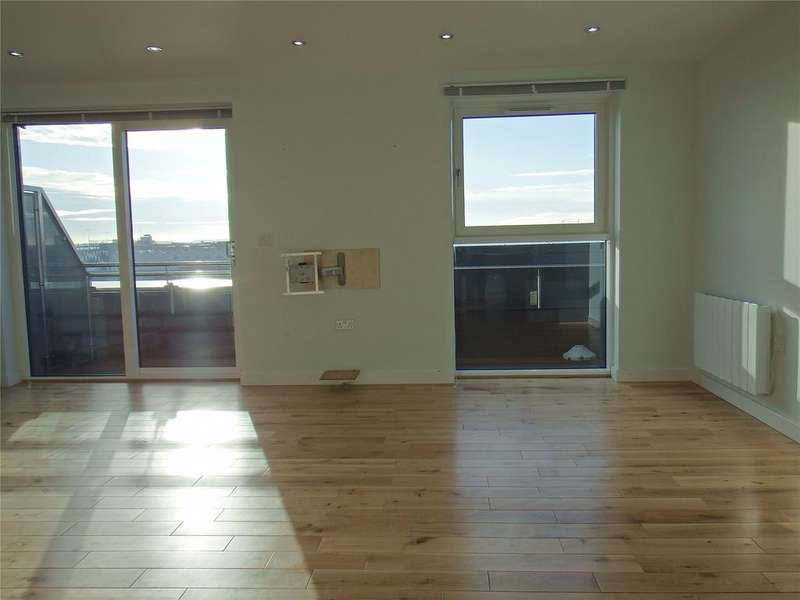 3 Bedrooms Flat for sale in Tate House, New York Road, Leeds, West Yorkshire, LS2