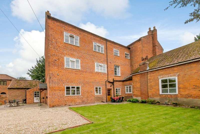 5 Bedrooms Semi Detached House for sale in Pine House, Church Lane, Hougham, Grantham, NG32