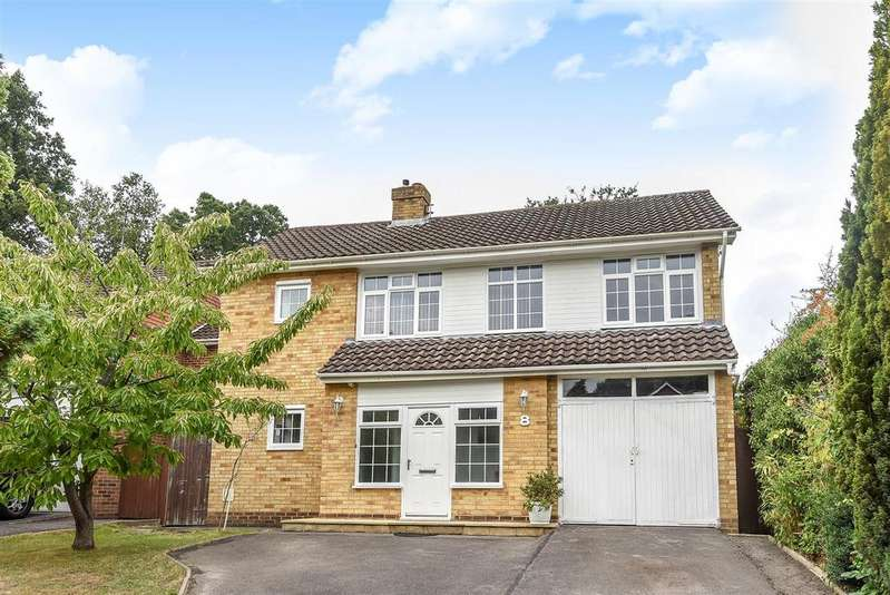 4 Bedrooms Detached House for sale in Grange Avenue, Crowthorne, Berkshire RG45 6QG