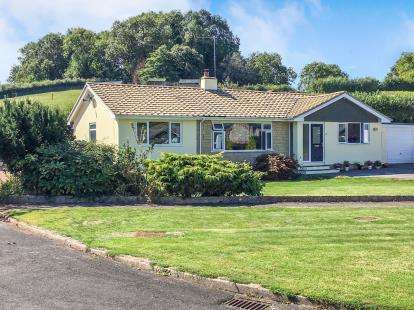 4 Bedrooms Bungalow for sale in East Ogwell, Newton Abbot, Devon