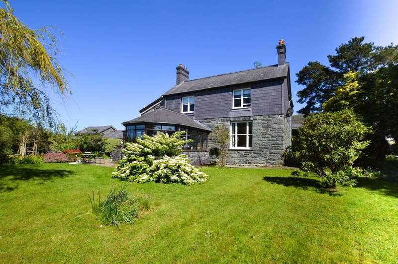4 Bedrooms Detached House for sale in Llanllechid, Bangor, North Wales