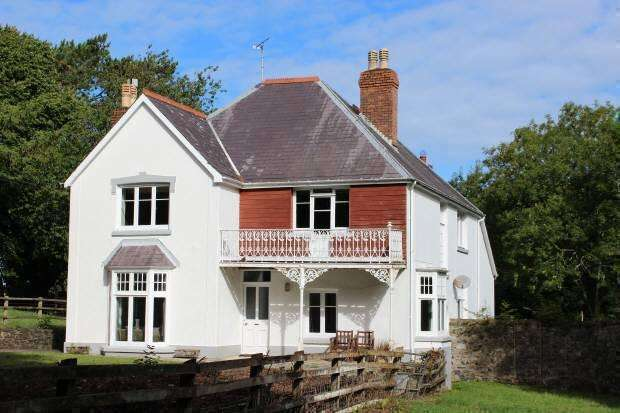 4 Bedrooms Detached House for sale in Newport, Pembrokeshire