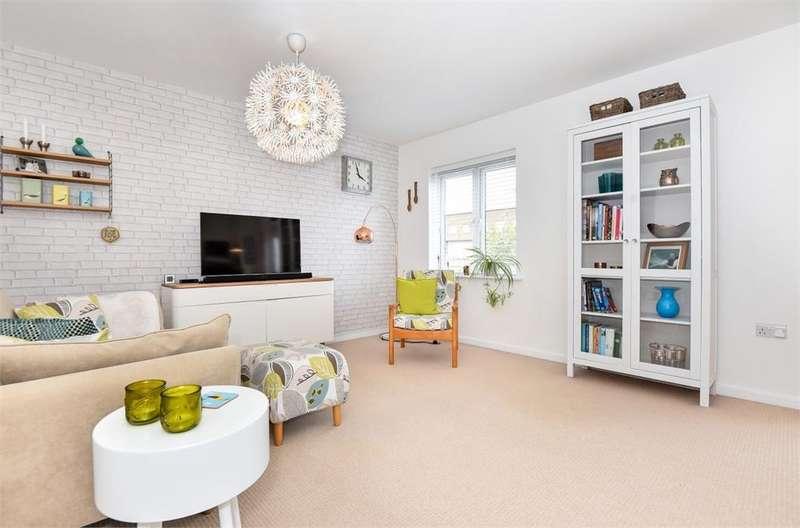 2 Bedrooms Flat for sale in Fieldview Court, Farnham Road, Slough, Berkshire