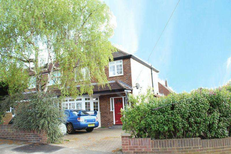 3 Bedrooms Semi Detached House for sale in Lynsted Close, Bexleyheath