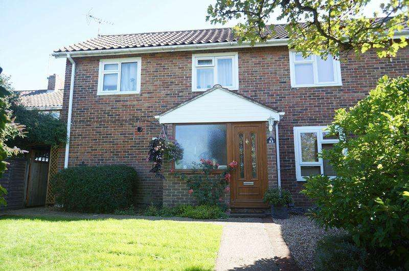 3 Bedrooms Semi Detached House for sale in Rosedale, Welwyn Garden City