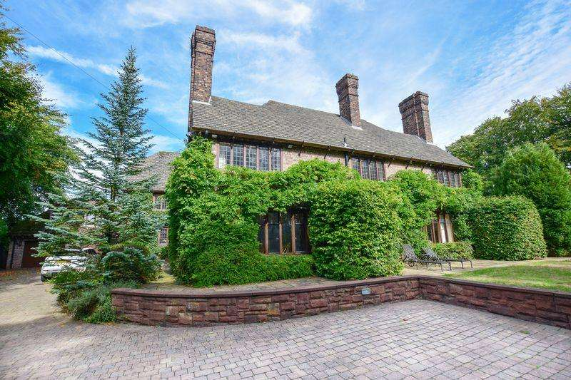 8 Bedrooms Detached House for sale in Windmill Lane, Warrington
