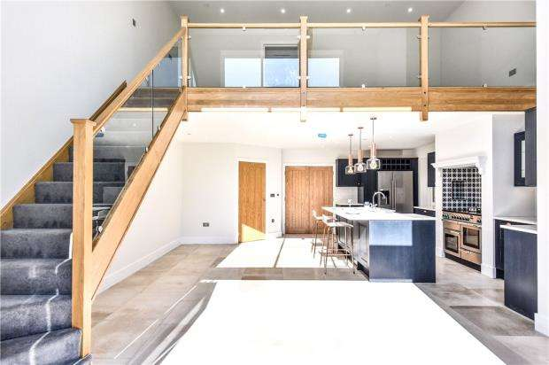 4 Bedrooms Detached House for sale in The Valders, Linsford Lane, Mytchett