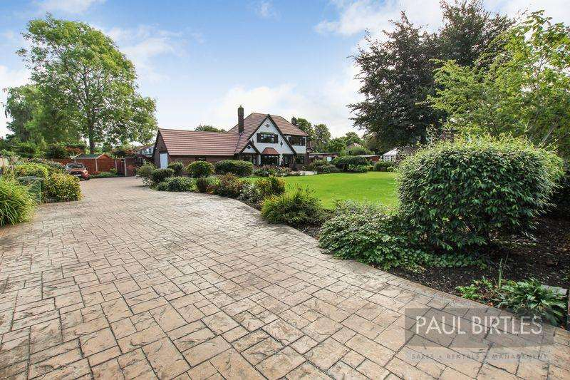 5 Bedrooms Detached House for sale in Woodsend Road, Flixton, Manchester