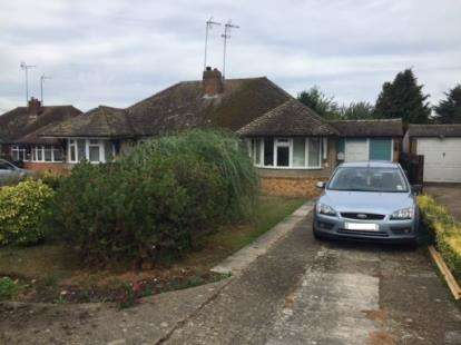 2 Bedrooms Bungalow for sale in Hillview Lane, Great Billington, Leighton Buzzard, Bedfordshire