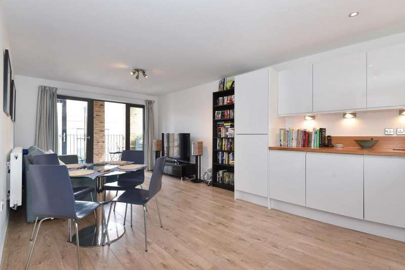 2 Bedrooms Flat for sale in Bourbon Road, Oval