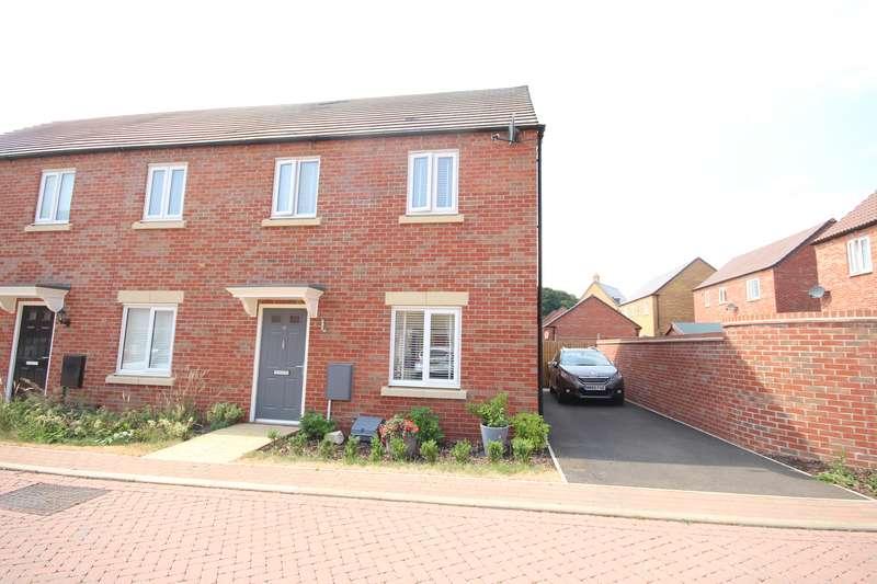 3 Bedrooms Property for sale in Cornflower Crescent, Barleythorpe, Oakham