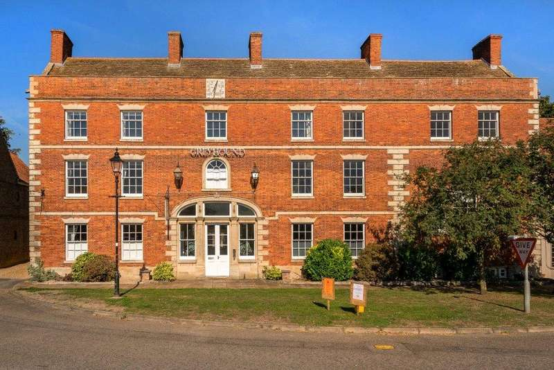 2 Bedrooms Flat for sale in The Greyhound, 37 Market Place, Folkingham, NG34