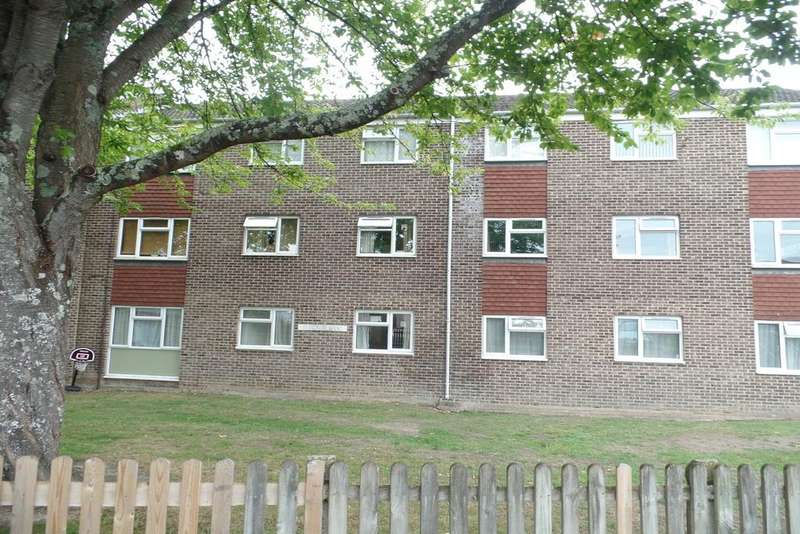 2 Bedrooms Flat for sale in St Georges Court, Bracken Road, North Baddesley SO52