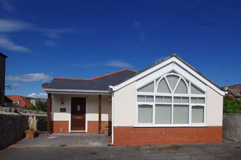 3 Bedrooms Detached House for sale in St. Margarets Drive, Llandudno
